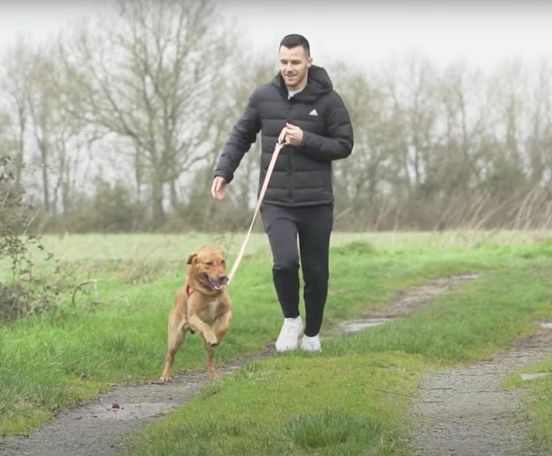 Antonin Bobichon avec un chien